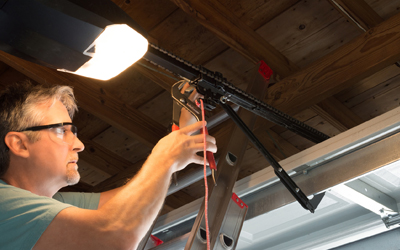 4 Signs That You Should Replace Your Garage Door Opener